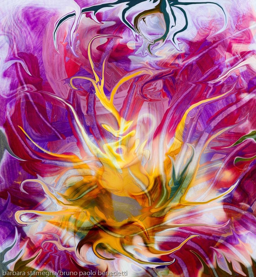 fiore astratto fluido giallo: immagine colorata con al centro un fiore fluido astratto con molti colori