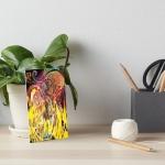 stampa artistica dai colori brillanti con rappresentazione come di un fuoco che si manifesta con forme come di fiamme su sfondo variopinto