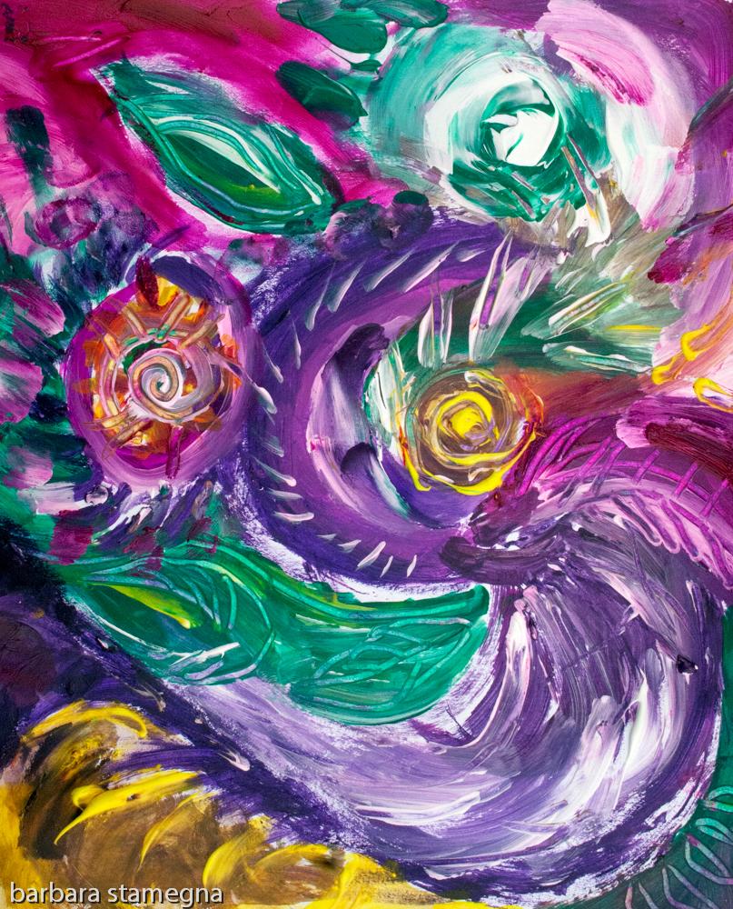 immagine astratta con vortici e forme circolari dai toni di color porpora con screziature e con colori verdi,bianchi,fucsia,porpora e giallo