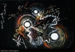 Sensazioni di albori della creazione in opera di pittura astratta dai colori colori rosso,rosso scuro,arancione,rosa chiaro,sfumature di giallo con cerchi e forme concentriche,con linee spezzate e geometriche e riccioli su sfondo nero di trama irregolare con sfumature