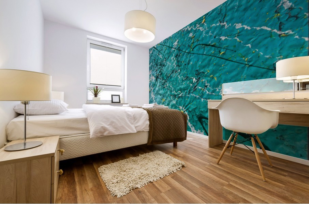 stampa murale astratta con striature di luci,linee e onde di colore verde chiaro e blu su parete di camera da letto