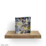 blocco acrilico con motivo astratto di petali con dominante di colore indaco