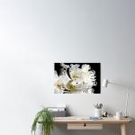poster con tema astratto dai colori fluidi con contrasti di bianco e nero e sfumature di giallo